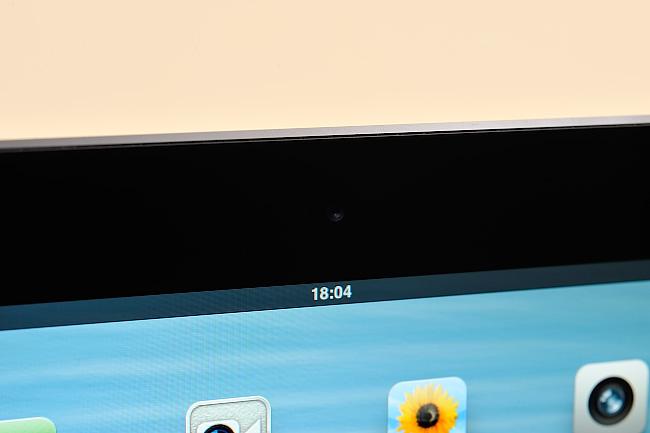 写真:写真5:液晶面に近い角は、iPhone 5と同じように「ダイヤモンドカット加工」がなされている。精度が高く、高級感の演出に一役買っている(撮影:中村宏)