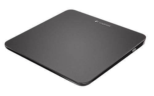 写真:画像3:Wireless Rechargeable TouchPad(ワイヤレス充電式タッチパッド) t650(価格8000円)。全面がタッチセンサーで13センチ四方と大きなタッチパッド。パネルのどこを押してもクリック操作ができる