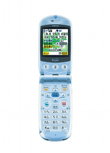 写真:ムーバで人気が高かった2003年9月発売の「らくらくホン3(F672i)」