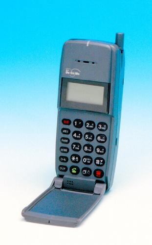 写真:1993年3月に発売された「デジタル・ムーバ」
