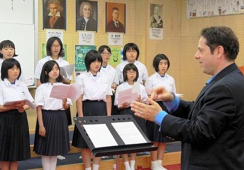 朝日新聞デジタル:「第九」指揮者、合唱部で指導 徳島・鳴門 ...