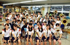 写真:ステージを楽しみにする木屋瀬中の吹奏楽部員ら=北九州市八幡西区