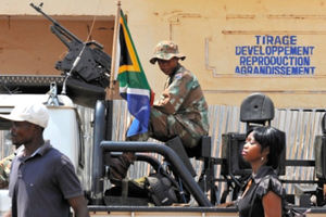 バンギ市内で、南アフリカ軍のパトロールをよく見かける=いずれも1日、中野智明氏撮影