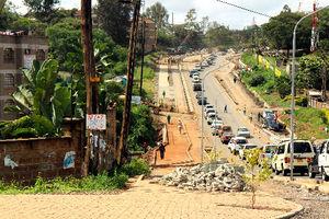ナイロビ市内には日本の援助でバイパス道路の建設が進む