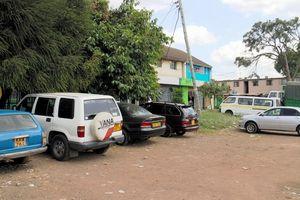 ナイロビのイースリー地区にあるジュルーサレムの小さな商店街。11年前には左の大きな木はなかった