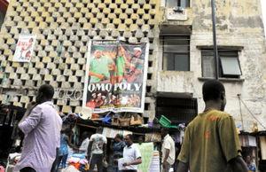 ラゴス島のビルに、映画の宣伝が貼ってあった