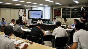 写真:県教委が体罰を根絶するための取り組みを報告した「県教職員コンプライアンス委員会」=県庁