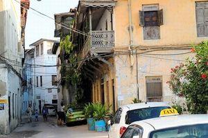 ベランダのある家は、インドの影響とか