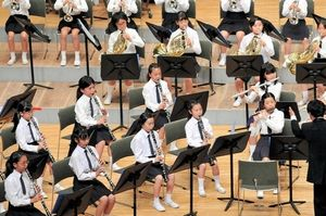 写真:谷口台小の演奏=相模女子大学グリーンホール、熊谷紀子撮影
