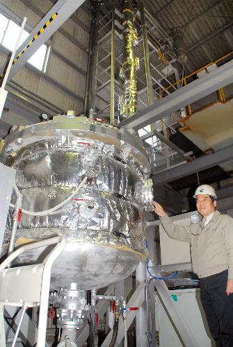 写真:うどんからエタノールを取り出すプラント。「うどんまるごと循環プロジェクト」の中核を担う=高松市香南町西庄のちよだ製作所