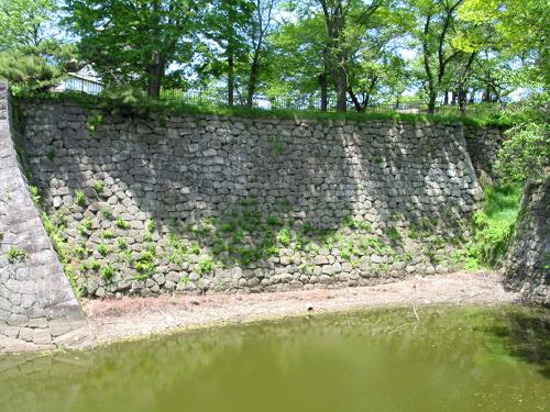 写真:国史跡・小峰城跡の竹之丸の石垣。崩落前の姿=福島県白河市教委提供