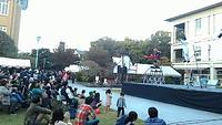 津田塾祭は地域の方々との繋がりが非常に強いことも特徴です。第56回津田塾祭では、小平市を中心に活動している「ジロー今村率いる~こだいらサーカス~」の皆様がパフォーマンスをしてくださいました。