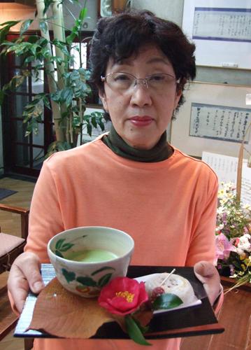 写真:「維新の庵」:梅ケ枝餅とセットの抹茶=太宰府市宰府の松屋・喫茶「維新の庵」