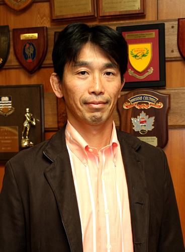 写真:中竹竜二さん:「チームづくりは入念に準備するが、自分の人生はまったく計画的ではなかった」と語る中竹竜二さん。現在は日本ラグビー協会コーチングディレクターとして、日本で開かれる2019年ラグビーW杯を見据えた指導者の育成という大きな課題に取り組む=東京・青山
