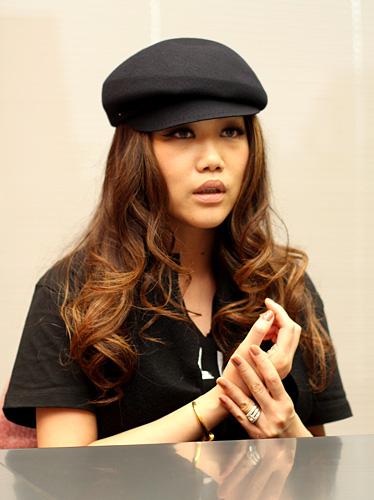 写真:JUJU:JUJUさん。人生の中で歌うことが一番好き、と自信をもって語る姿が印象的だった