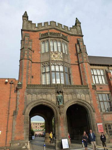 写真:ニューカッスル大学:息子が出願しているニューカッスル大学。ウィリアム王子のいとこユージェニー王女が在籍中。「Mr. ビーン」ことローワン・アトキンソンの母校でもある