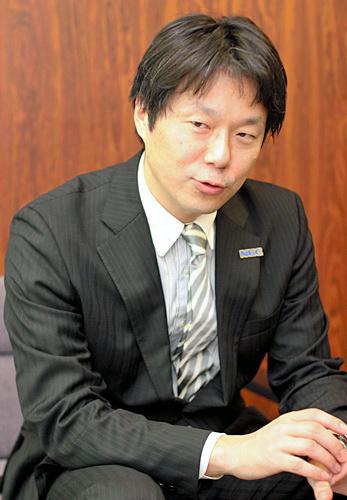 写真:サラリーマンからプロ棋士への夢を実現した瀬川晶司さんは、「あきらめない姿勢・情熱」が評価され、NECと所属契約を結んでいる=12月16日、東京・千駄ケ谷の将棋会館