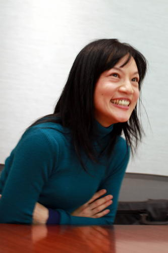 写真:千住真理子さん:東日本大震災後は各地の復興支援コンサートに参加するほか、被災地にも足を運んで演奏している=山口敦撮影