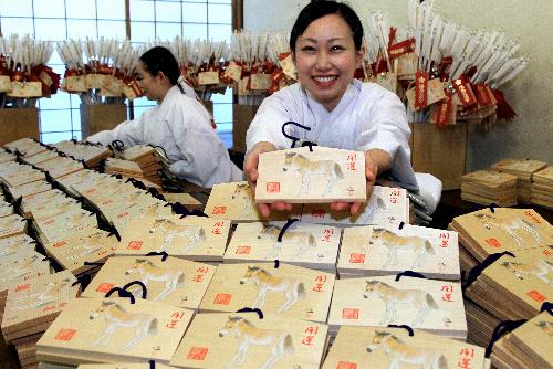 写真:湯島天満宮で準備が進む新年用の絵馬=東京都文京区、河合博司撮影