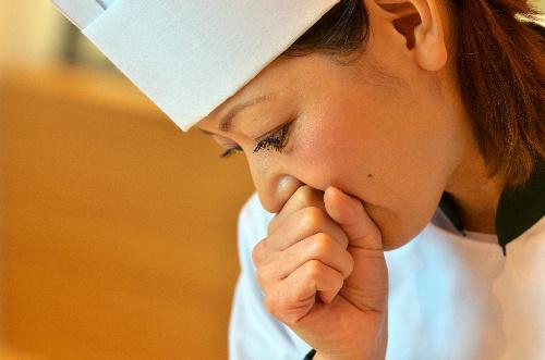 写真:柿沢安耶さん:動物好きの柿沢安耶さんは、肉をさばくことに抵抗感を感じ、フランス料理の道を断念。パティシエを目指す=東京都目黒区、瀬戸口翼撮影