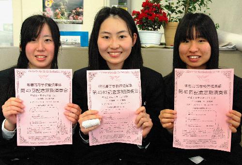 写真:「演奏を聴きに来てください」と呼びかける明善高管弦楽部員=朝日新聞久留米支局