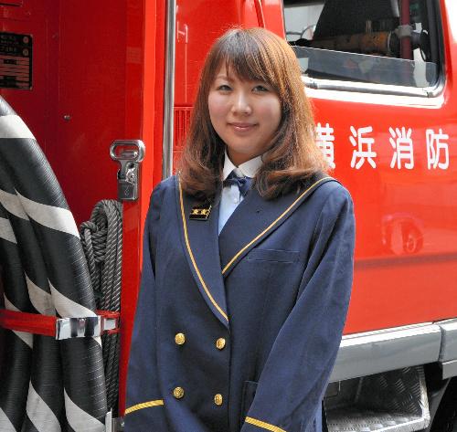 写真:「先輩に負けないように頑張りたい」と語る松山千春さん=横浜市西区の西消防署