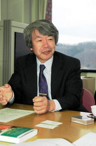 写真: <strong>ふくだ・せいじ</strong> 1950年岐阜県生まれ。東京大学大学院教育学研究科博士課程修了。教育哲学と比較文化を専攻し、フィンランドの教育研究の第一人者。同国に関する主な著作に「競争しても学力行き止まり」、「競争やめたら学力世界一」(共に朝日新聞出版)。近刊は「こうすれば日本も学力世界一」(同)。