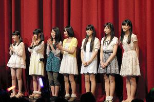12日昼の部の公演では、乃木坂46の2期生のうち7人が紹介された=ソニー・ミュージックレコーズ提供