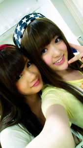 松村沙友理(右)と畠中清羅