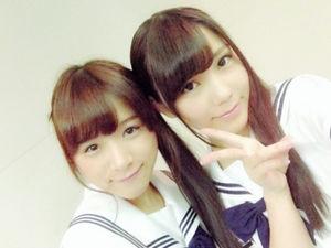 川後陽菜(右)と、乃木坂46を「卒業」する安藤美雲
