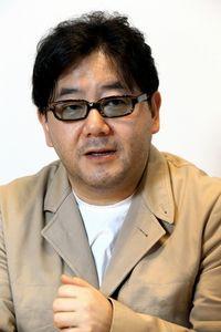 あきもと・やすし 作詞家、放送作家。1958年生まれ。アイドルグループ「AKB48」や「乃木坂46」などをプロデュース。美空ひばりの「川の流れのように」など、数々のヒット曲を手がける。=松本敏之撮影