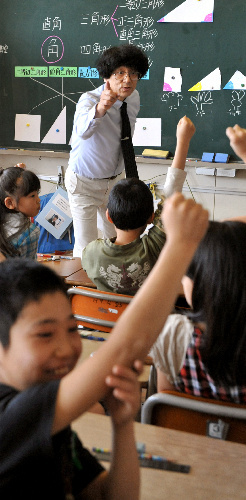 写真:熱っぽく授業を進める斎藤先生=宮城県東松島市、諫山卓弥撮影