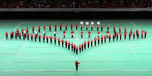 写真:息の合った演奏を披露する足立区立第十四中学校=大阪城ホール