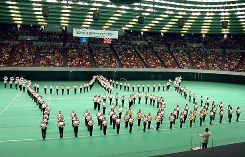 写真:高校以上の部で演奏を披露する大阪桐蔭=18日、大阪市中央区の大阪城ホール、迫和義撮影