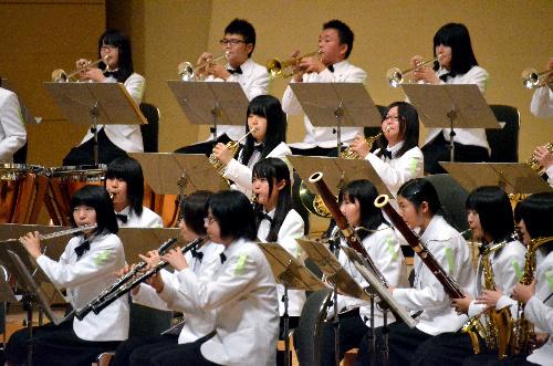 写真:美しいハーモニーを響かせる東海大四=1日、名古屋市熱田区の名古屋国際会議場、迫和義撮影