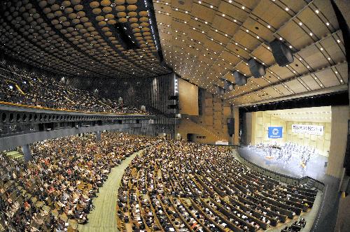 写真:普門館:昨年度の全日本吹奏楽コンクール。約5千人の観客で満席となった=2010年10月30日、東京都杉並区和田2丁目の普門館