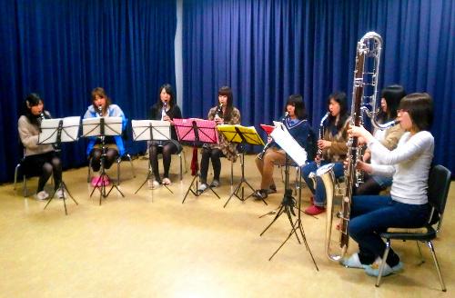 写真:練習に励むメンバーたち=龍谷大吹奏楽部提供