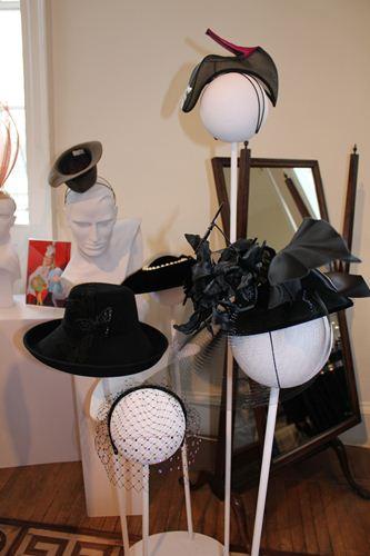 写真:イギリスらしい帽子店のブースも。「スティーブン・ジョーンズ」