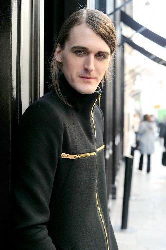 写真:ガレス・ピュー。1981年英国生まれ。06年にロンドン、08年からパリ・コレクション参加