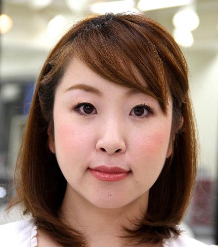 写真:カネボウが勧める「スマイルライン」メーク=東京・茅場町の美容研究所