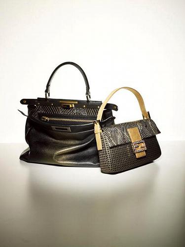 写真:龍村美術織物の生地を使ったフェンディのバッグ「ピーカブー」(左)と「バゲット」