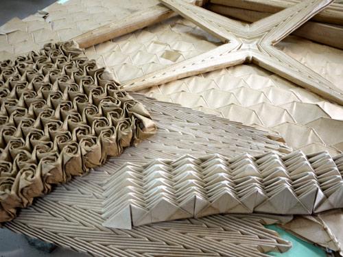 写真:プリーツ・白石ポリテックス工業 バラや波形などのプリーツの型