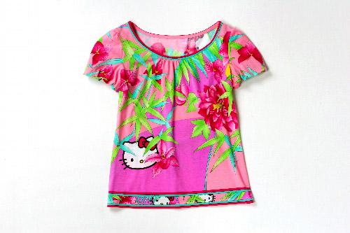 写真:レオナールのキティ柄Tシャツ