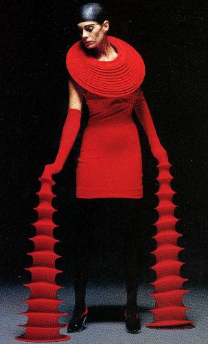 写真:ジュンコの作品=1998年パリで発表。ジュンココシノ提供