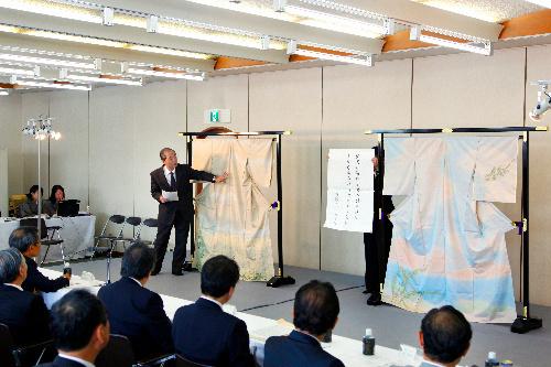 :来春行われる上品会向けに、先月審査会が行われた=京都市中京区、伊藤菜々子撮影