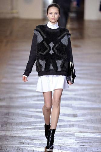 写真:最近は着やすい「自然体の服」が多くなっている。12年秋冬ステラ・マッカートニーの作品=大原広和氏撮影