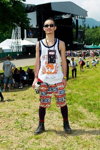写真:音楽プロデューサー(27)。モンベルのパンツ、ダナーの靴で実用的に