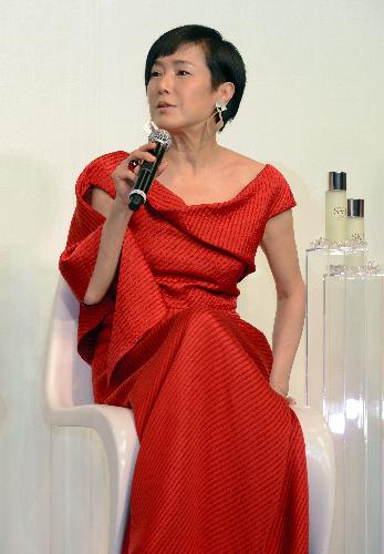 写真:「肌さえきれいなら元気になれる」と語る桃井かおりさん