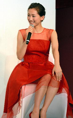 写真:「桃井さんから昨年教えてもらったケアの方法を実践してます」と話す綾瀬はるかさん