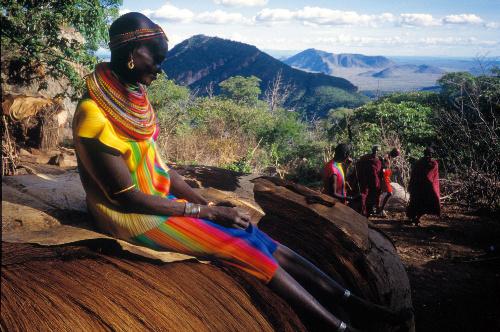 写真:1997年、サンブル族が暮らすケニア・トゥルカナ地方で。「あまりに自然でもともと何を着ていたかわからなくなるほどだった」=高木由利子氏撮影